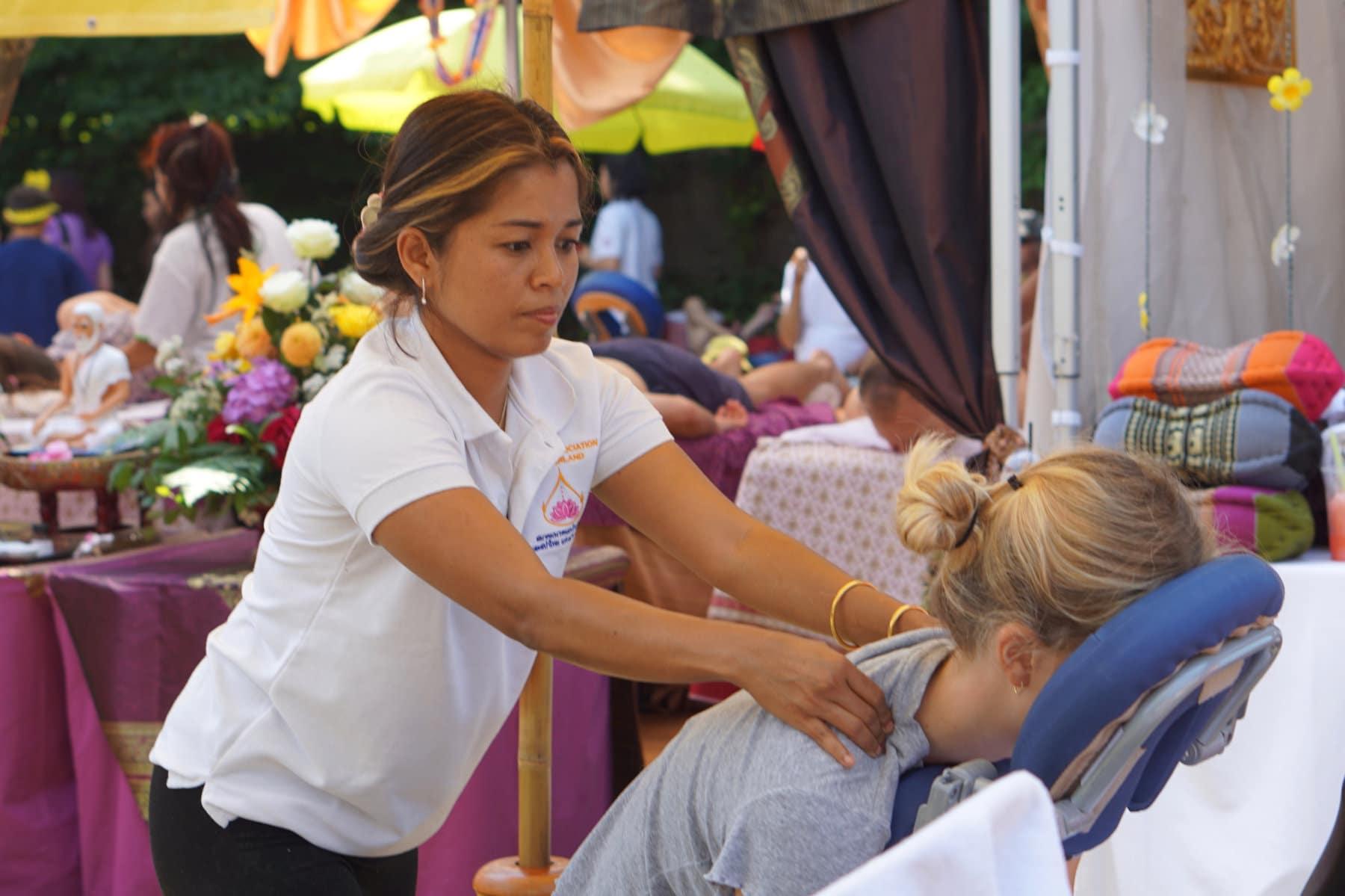 Thai-Festival in Bern: Thaimassage zum Kennenlernen bei Freunden 4